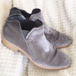 Dolce Vita Tay Silver Gray Velvet Ankle Booties